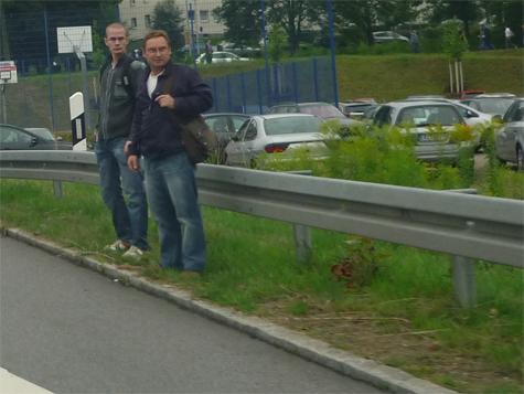 Mario Löffler hier in Aue am 14. August 2010 beim Verteilen von NPD Propaganda
